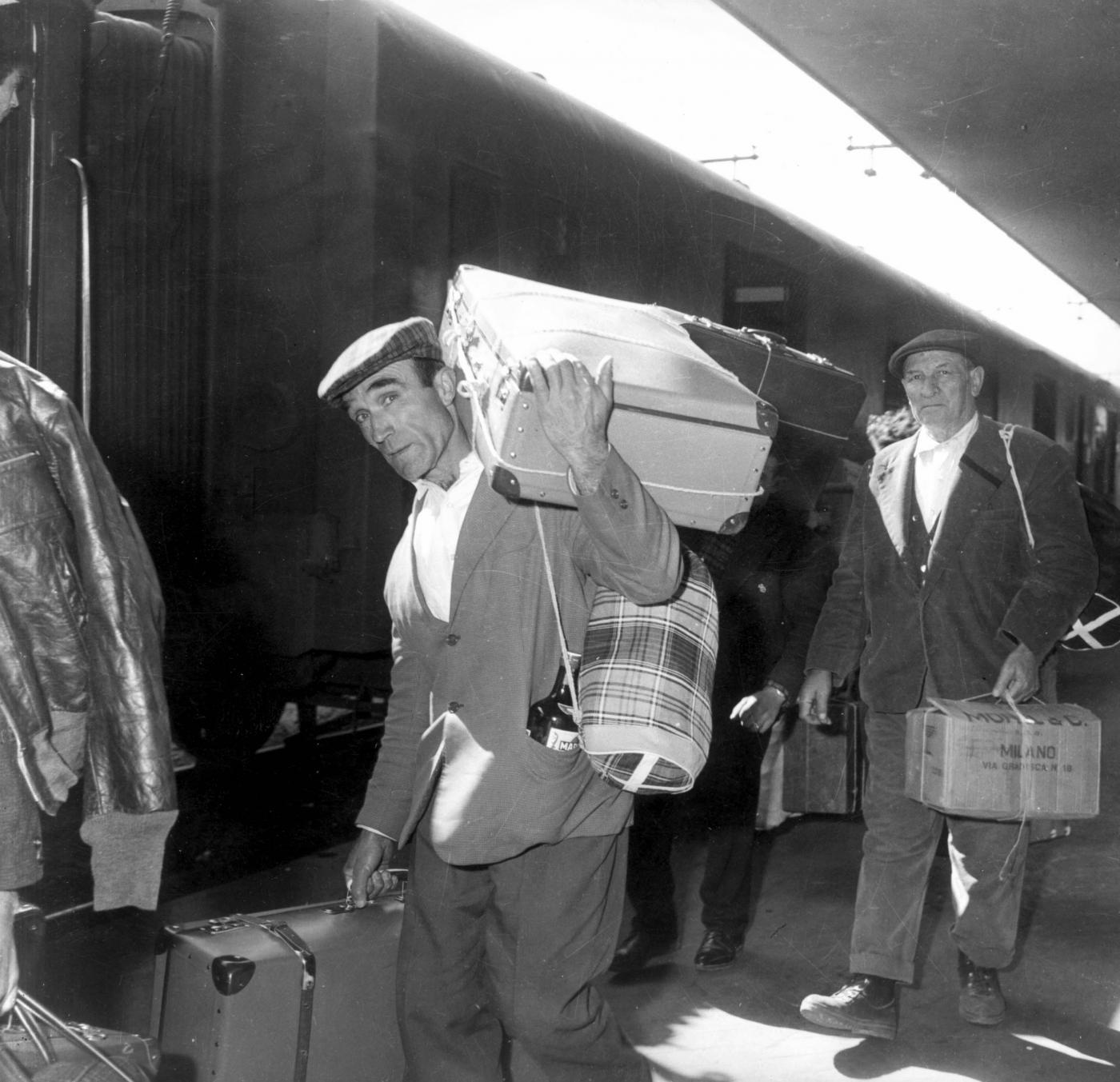 In Italia gli emigranti superano gli stranieri in arrivo