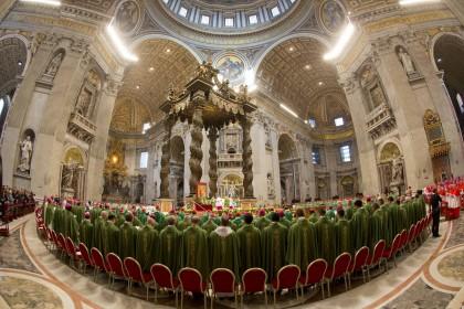 Papa Francesco celebra la messa nella Basilica di San Pietro