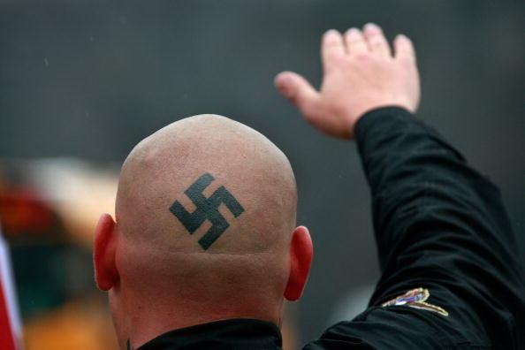 L'alleanza tra tifosi e neonazisti contro gli integralisti islamici