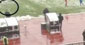 Il «malore» del tecnico del Cska Sofia colpito da una palla di neve