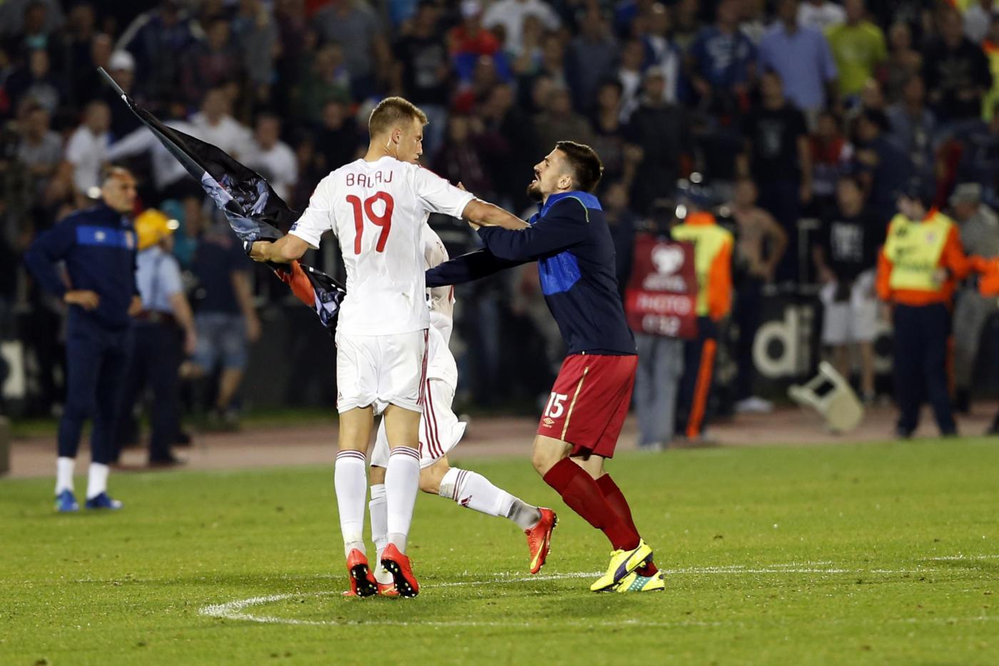 Euro 2016, caos a Belgrado: sospesa Serbia - Albania