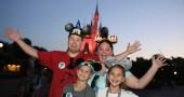 2. Organizzatevi in tempo: non vorrete di certo arrivare a destinazione e non trovare spazio in albergo, magari quando avete due figli piccoli con voi (Kellie Warren/Disney Parks via Getty Images)