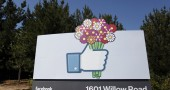 4. FACEBOOK SA GIÀ CON CHI USCIRAI – In base ai nuovi contatti che aggiungi, Facebook riesce a prevedere con il 33% di accuratezza con quale dei tuoi amici potrai iniziare una nuova relazione sentimentale. (Foto: KIMIHIRO HOSHINO/AFP/GettyImages)