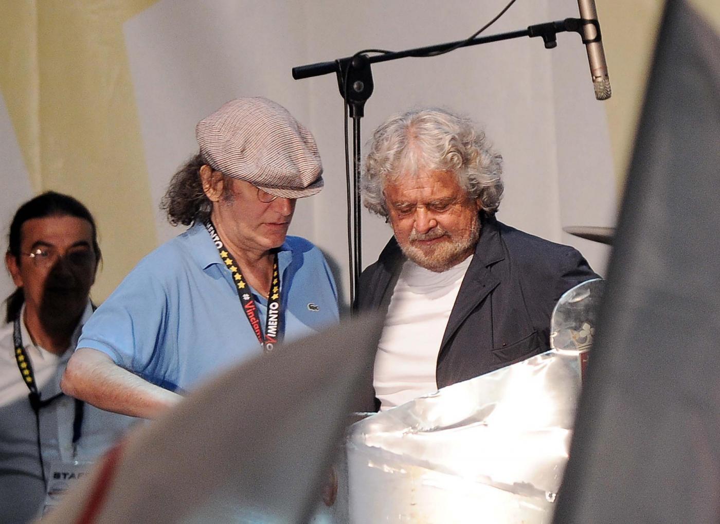 Beppe Grillo è stanco: vince il sì per i cinque parlamentari M5S