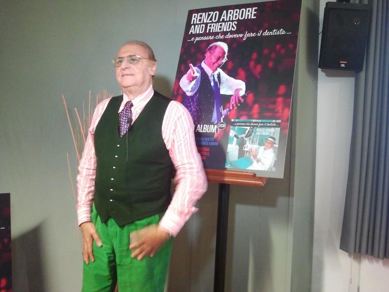 Renzo Arbore torna con «E pensare che dovevo diventare dentista...»