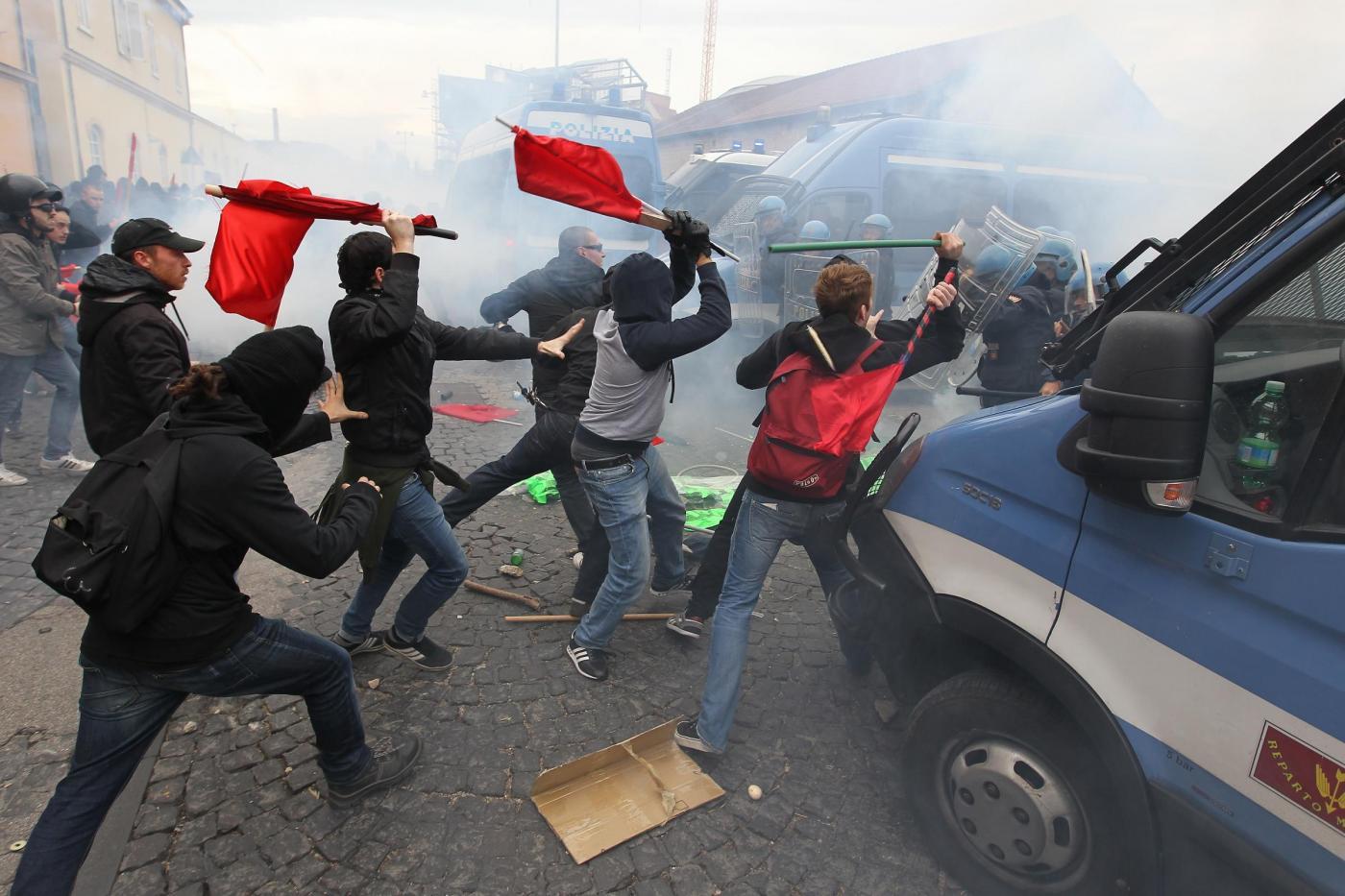 Corteo Contro Lo Sblocca Italia Scontri Con Feriti A