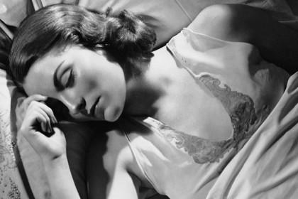 """6. ANCHE LE DONNE POSSONO FARE I """"SOGNI BAGNATI"""" – Secondo uno studio condotto all'Università di Montreal circa il 4% dei sogni a tema """"sesso"""" finiscono con un orgasmo, indipendentemente se a sognare è un uomo o una donna. (Foto: George Marks/Retrofile/Getty Images)"""