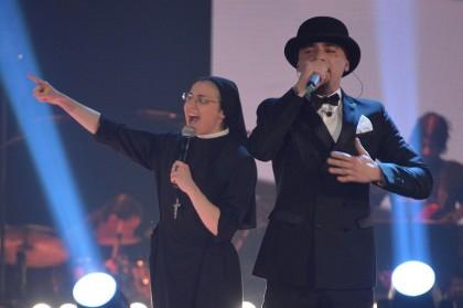Suor Cristina Scuccia e J-Ax a The Voice of Italy - Foto: Gian Mattia D'Alberto/LaPresse