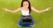 6. TI FA LAVORARE MEGLIO – Quello stato di calma e di meditazione che si raggiunge attraverso lo yoga aiuta a liberarsi dei pensieri inutili, lasciando spazio a una migliore capacità di concentrazione, aumentando la produttività e migliorando la propria capacità di comunicare con i colleghi. (Foto: Thinkstock)