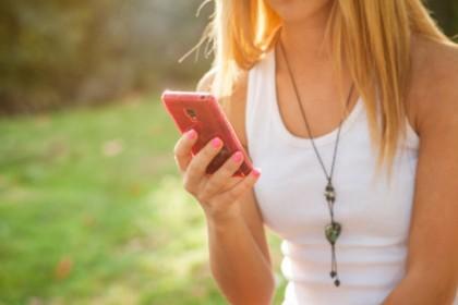 4. AIUTA A LENIRE LA NOSTALGIA – Pensa solo a quel migliaio di foto che custodisci nell'iPhone, che riguardi quando lui o lei non è lì accanto a te (Foto: Thinkstock)