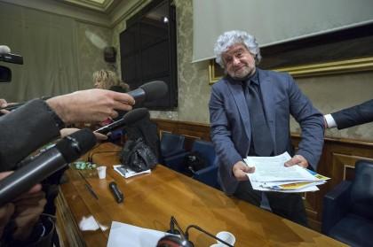M5S - Beppe Grillo presenta il referendum sull'Euro