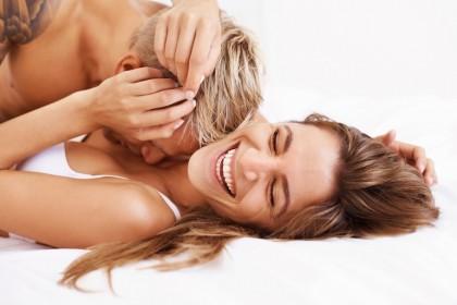 2. LE COCCOLE AUMENTANO LE TUE DIFESE IMMUNITARIE – Un abbraccio o una carezza in intimità aiutano ad abbassare i livelli di cortisolo nel sangue. Il cortisolo è l'ormone che ci fa sentire stressati e che ha il potere di bloccare le nostre difese immunitarie, rendendoci più esposti alle malattie. Quindi: più coccole, meno cortisolo. Meno cortisolo, più salute.  (Foto: Thinkstock)