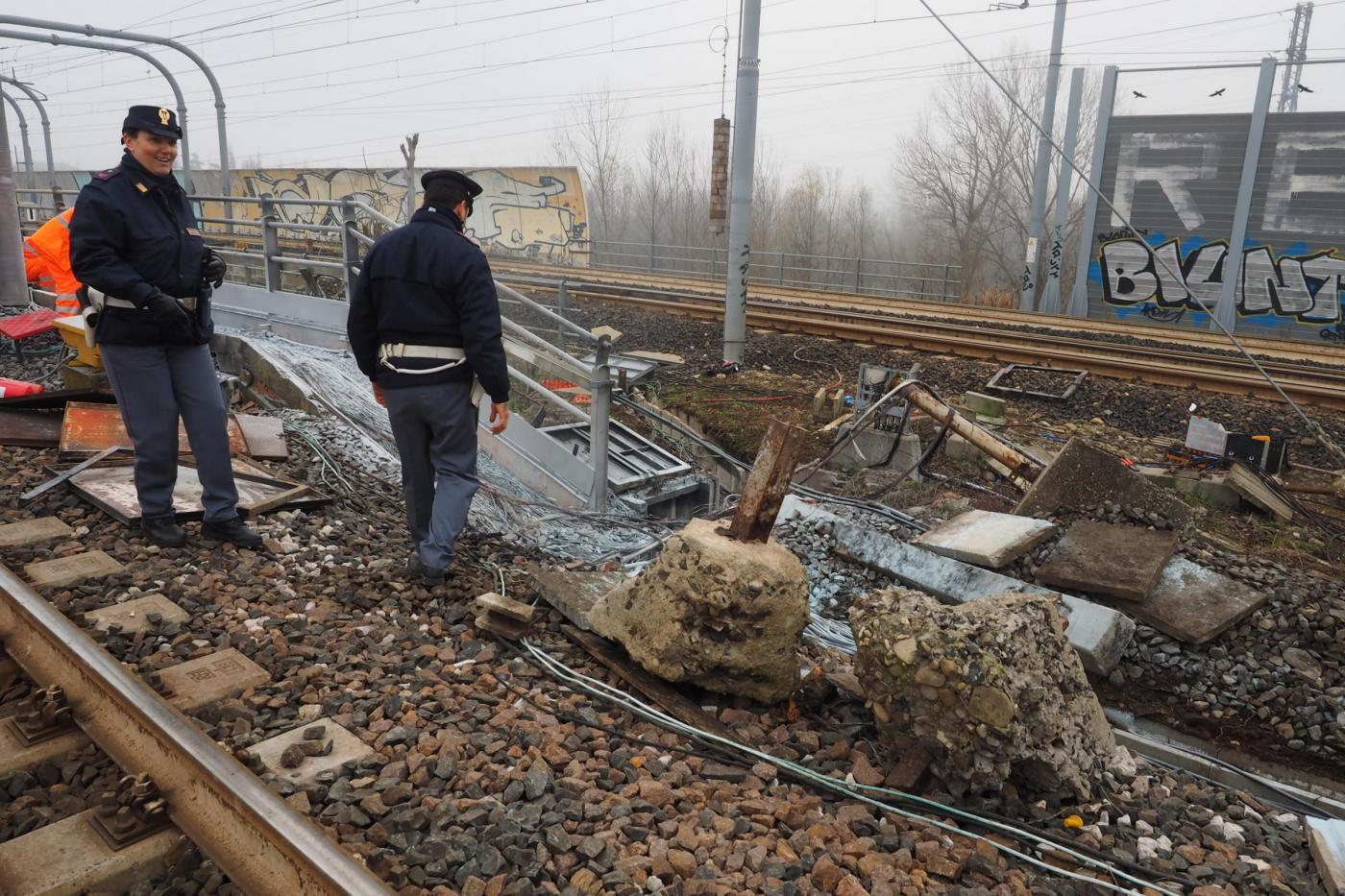 Bologna, incendio doloso in stazione Santa Viola