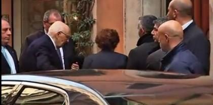 L'arrivo di Napolitano e Clio nell'abitazione di famiglia in via dei Serpenti nel quartiere Monti