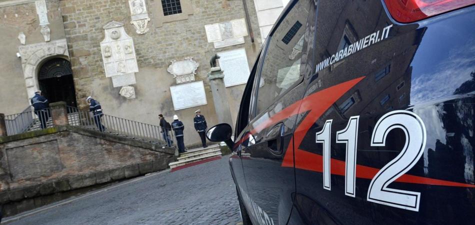 Assalto al caveau con ruspa e kalashnikov, ladri messi in fuga dai Carabinieri