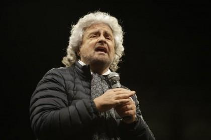 Beppe Grillo attacca Mattarella sull'uranio impoverito ma la rete non lo segue