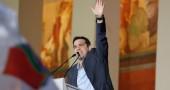 Alexis Tsipras esulta dopo la vittoria di Syriza alle elezioni in Grecia