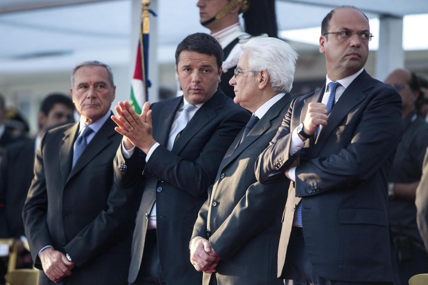 Sergio Mattarella al fianco di Matteo Renzi. Foto di Roberto Monaldo da archvio LaPresse
