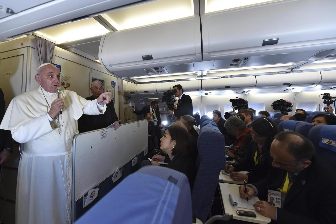 Papa Francesco: «la libertà di espressione deve essere prudente»