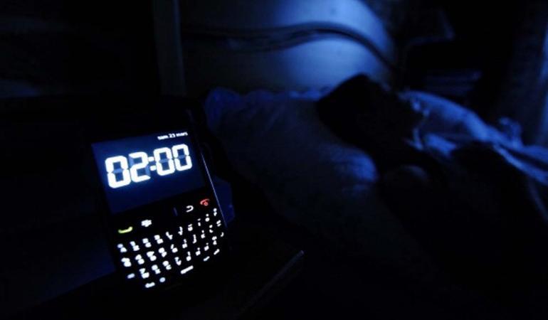 perché dormire con lo smartphone acceso fa male