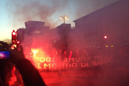 cariche mai con salvini piazza del popolo VIDEO