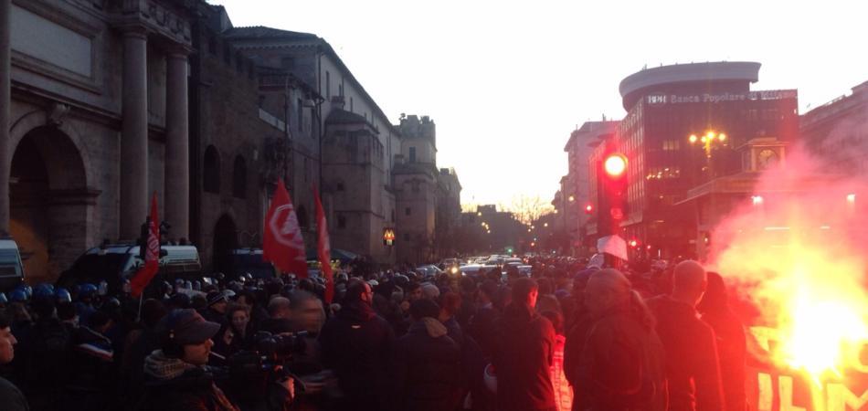 Mai Con Salvini cairca polizia