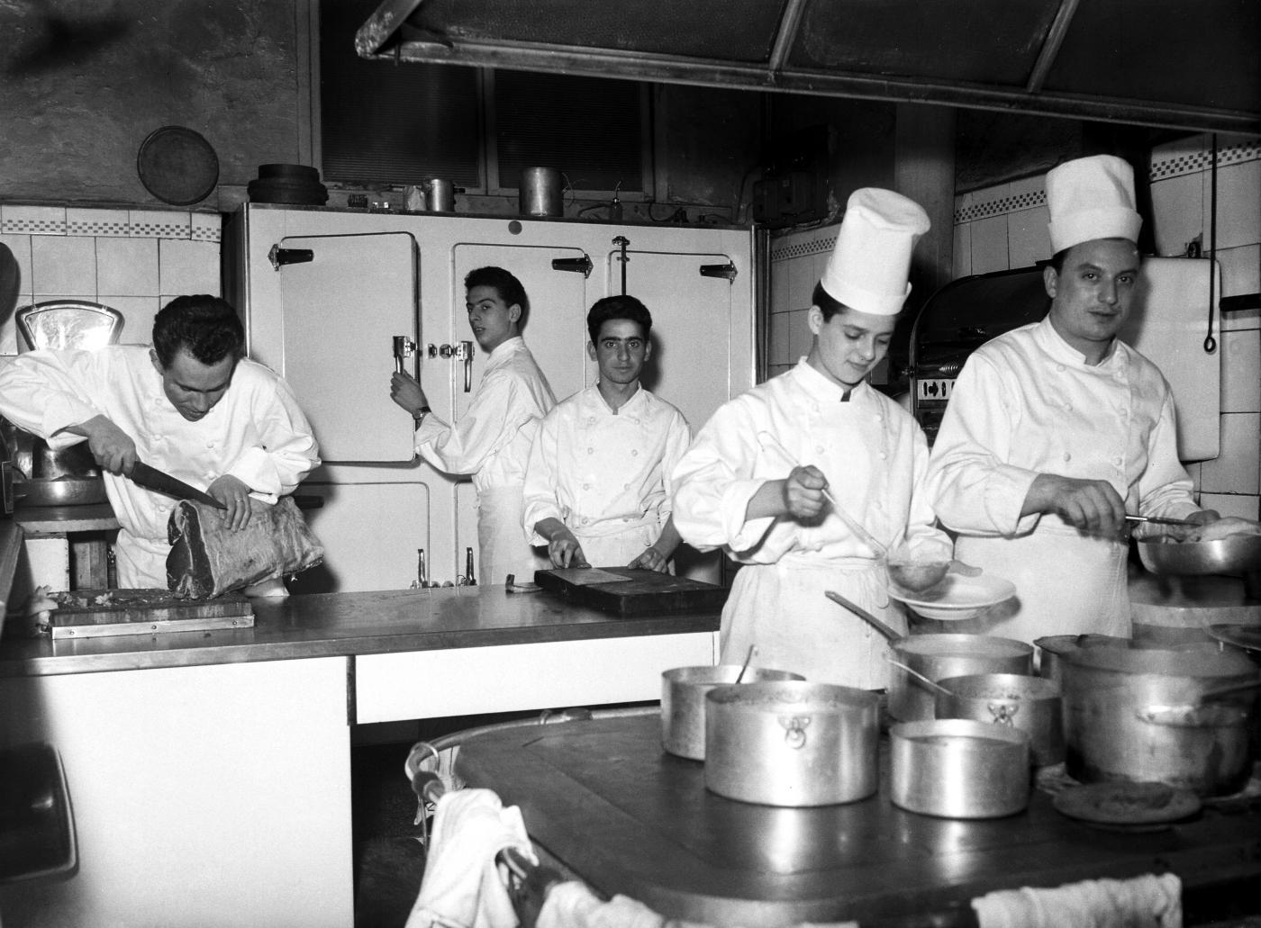 Nelle cucine degli chef nei ristoranti c 39 troppo - Tema sulla cucina ...