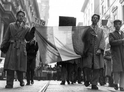 Manifestazione studentesca contro il Maresciallo Tito . Bologna, 1960. Foto: Publifoto/Lapresse