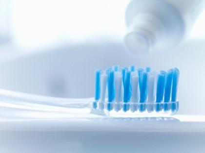 lavare denti errori - dentifricio