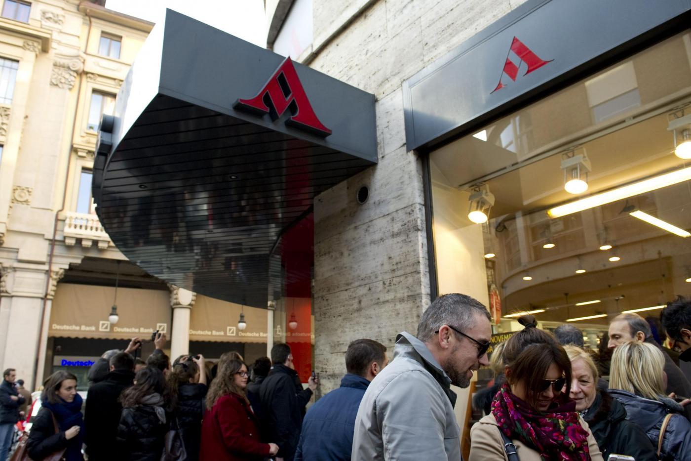 Zucchero Fornaciari incontra i fans presso la libreria Mondadori di Torino