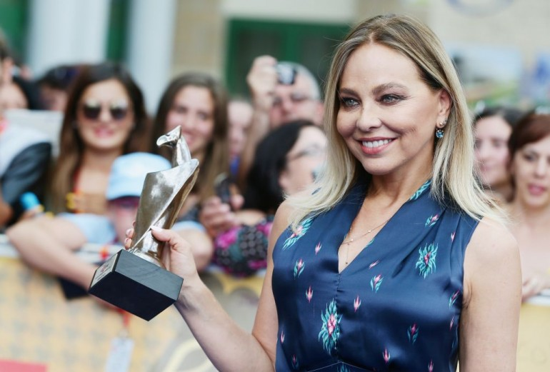Ornella Muti poses with the Giffoni Award during the Giffoni Film Festival on July 27, 2014 in Giffoni Valle Piana, Italy. (Photo by Vittorio Zunino Celotto/Getty Images for Giffoni Film Festival)