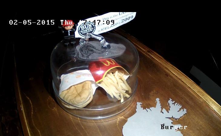 La webcam che riprende l'ultimo hamburger McDonalds d'Islanda