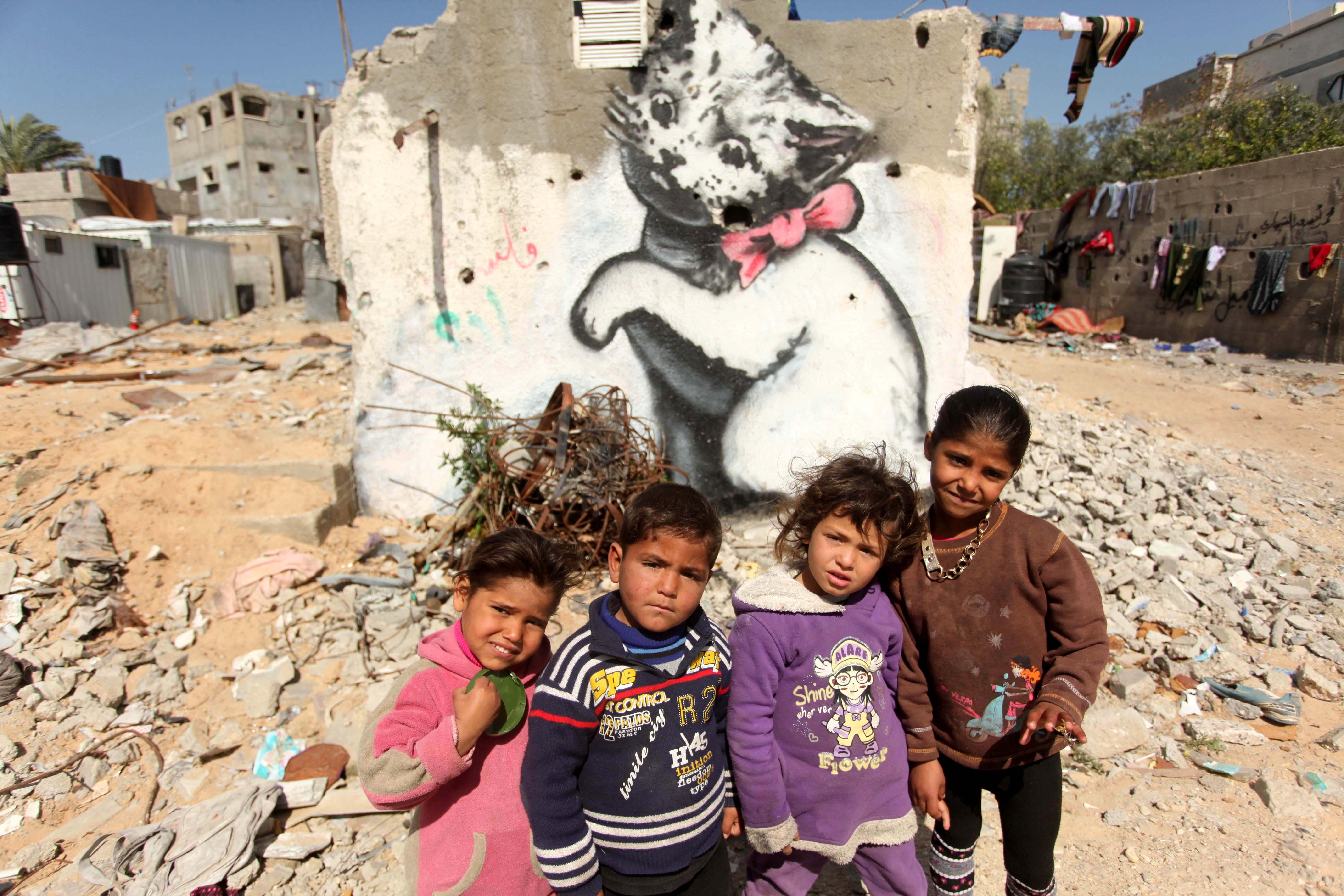 Gaza, i murales di Banksy