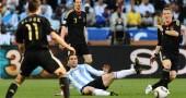 Argentina's striker Gonzalo Higuain (C)