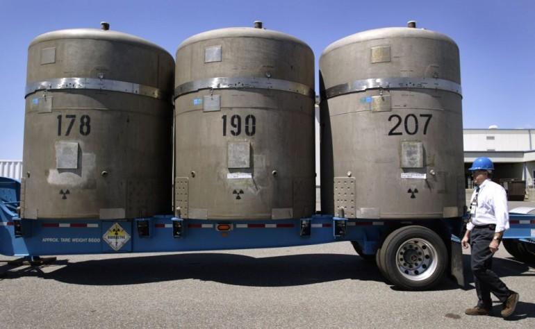 Un'immagine dei contenitori poi risultati danneggiati (Photo by Jeff T. Green/Getty Images)