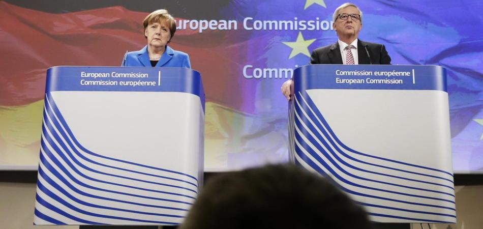 Jean Claude Juncker e Angela Merkel