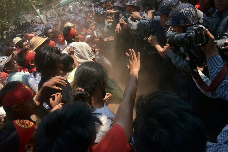 Gli scontri tra polizia e studenti del 10 marzo (Photo credit Phyo Hein Kyaw/AFP/Getty Images)