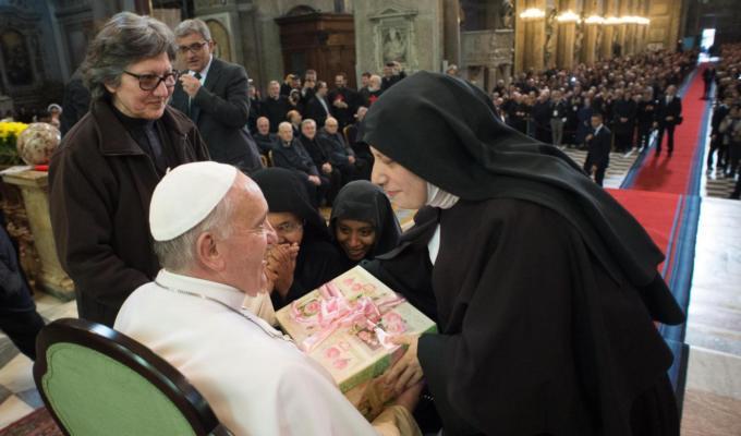 Papa Francesco, parlano le suore di clausura: «non abbiamo saputo resistergli»