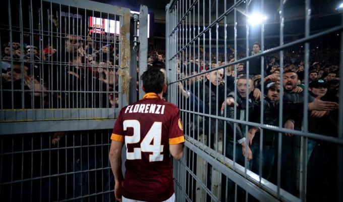 Roma-Fiorentina, le foto del confronto tra tifosi e giocatori