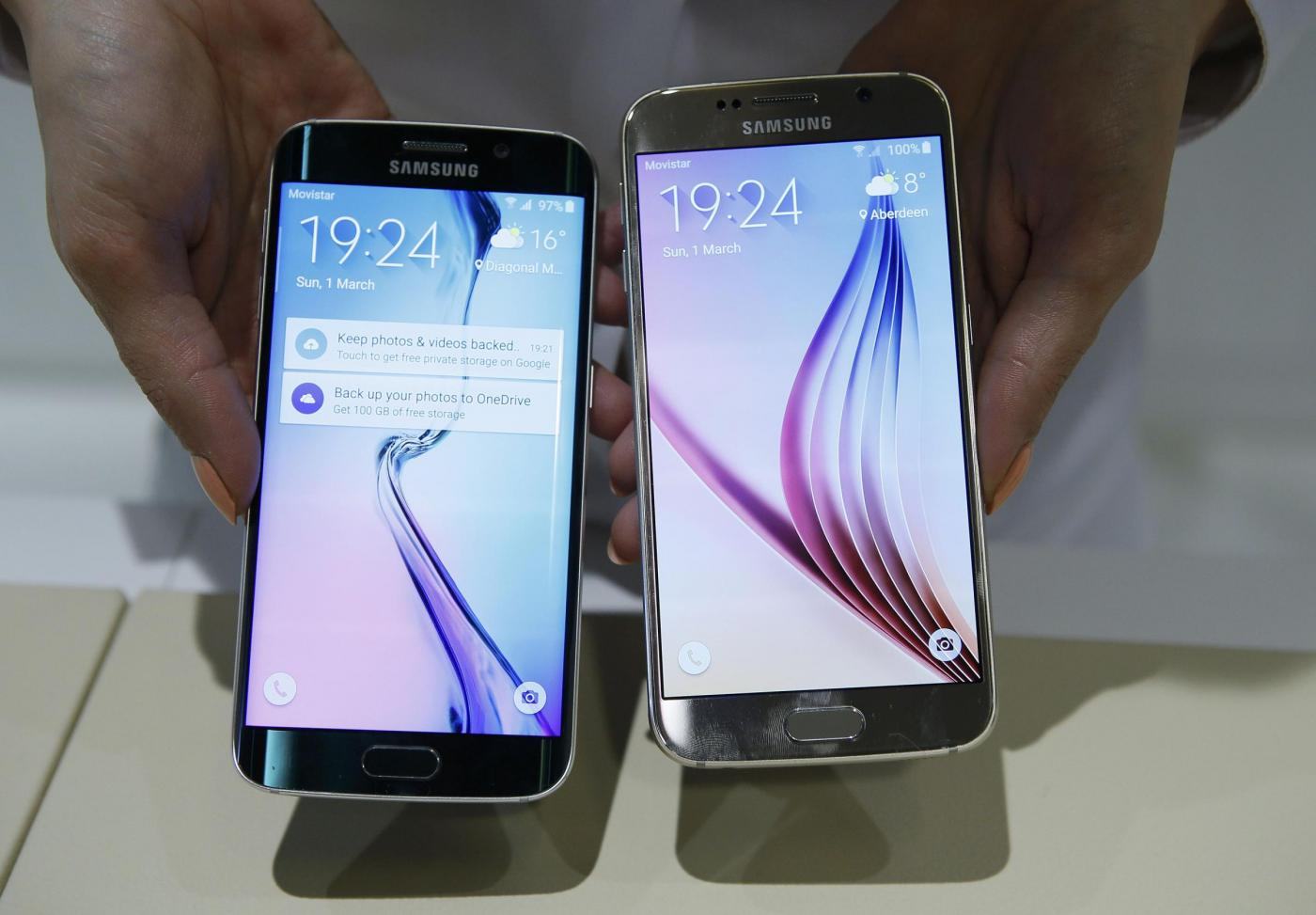 A hostess displays the Galaxy S6 and S6 edge smartphones at the Samsung Galaxy Unpacked event in Barcelona