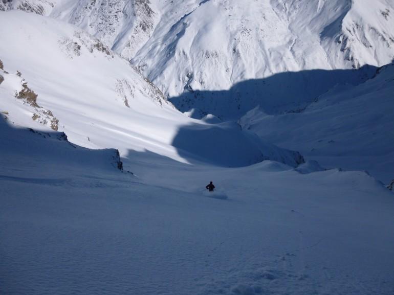 Discesa in un canalone del Monte Terra Nera. Via camptocamp.org