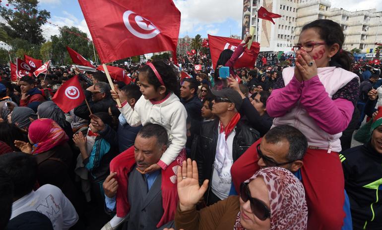 Tunisi marcia contro il terrorismo. Renzi: «Non lasceremo il futuro in mano agli estremisti»