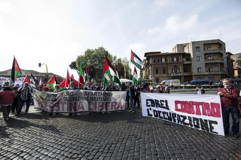 Un momento della manifestazione del 25 aprile dell'ANPI a Roma (ANSA/MASSIMO PERCOSSI)