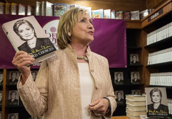 """Hillary Clinton e il suo ultimo libro, """"Hard Choices"""""""