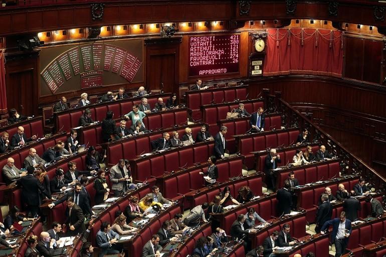 Soldi ai partiti ecco quanto spendono i gruppi di camera for Camera del senato e dei deputati