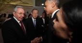 La storica stretta di mano tra Obama e Castro a Panama