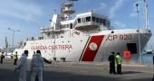 Strage migranti, l'arrivo a Catania di 27 sopravvissuti. Ad accoglierli Graziano Delrio