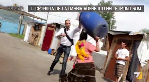 Giornalista La Gabbia aggredito Rom