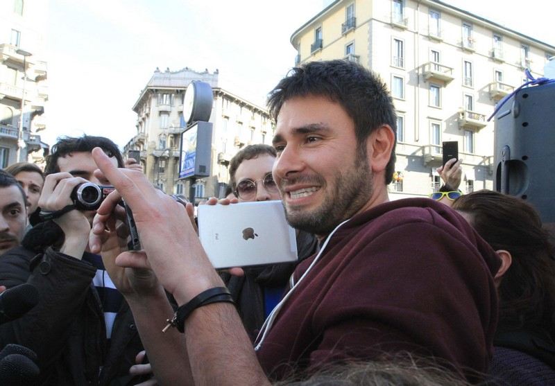 Alessandro Di Battista a Quinta Colonna, e su Twitter è ovazione