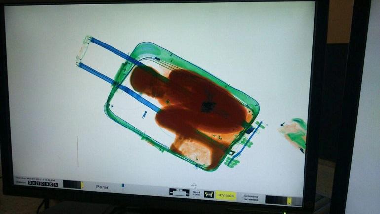 bambino nascosto valigia marocco